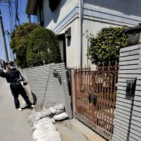 Shaky ground: A worker in Urayasu, Chiba Prefecture, inspects a residence last April for damage caused by liquefaction from the 3/11 temblor. | YOSHIAKI MIURA PHOTOS
