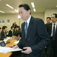 In the media glare: Former Prime Minister Yukio Hatoyama gets ready for a news conference in Tokyo on Monday evening after returning from Tehran. | KYODO
