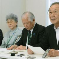 Families of victims abducted by North Korea read a statement in Tokyo condemning Pyongyang's attempted launch of a rocket last Friday. | KYODO