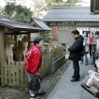 Popular: Participants take in Matsue's ghost sights in Shimane Prefecture on Tuesday. | KYODO