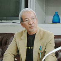 Burning desire: Shoichi Chibana, an Okinawan activist who was jailed for burning a Hinomaru flag at a national sports event in 1987, demands at an April 2010 news conference for the Futenma base in Ginowan to be removed. | KYODO