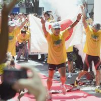 Jogging memories: Kenichi Hatori (center) and two fellow runners end their transcontinental run of thanks for world support for the Tohoku region Thursday in Tokyo. | KYODO