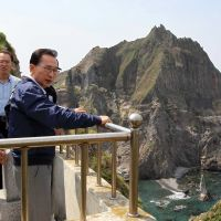 Surveying his domain: South Korean President Lee Myung Bak takes in the view during a Friday visit to the disputed Takeshima islets, which are claimed by Tokyo, in the Sea of Japan. | AFP-JIJI