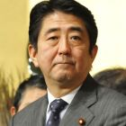 Abe sings praises of Hashimoto bid to form party but keeps distance