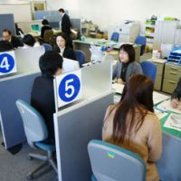 Starting out: Students talk to career counselors at a Hello Work job center in Shinjuku Ward,  Tokyo, in February. | KYODO