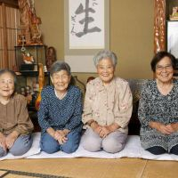 Crime fighters: Daughters of Gin Kanie &#8212; (from left)  Toshiko Yano, 98, Chitayo  Tsuda, 93,  Yuriko Sano, 91 and Mineyo Kanie, 88, want to speak out against fraud targeting the elderly. | KYODO