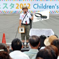 Bugs 101: Gen Koito makes a prize-winning speech in English about beetles at the festival. | YOSHIAKI MIURA