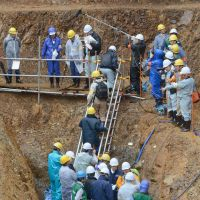 Less than solid ground?: Inspectors from the Nuclear Regulation Authority on Friday check the geological stratum at Kansai Electric's Oi nuclear plant in Fukui Prefecture. | KYODO