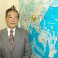 Sub-chaser: Sumihiko Kawamura, ex-commander of the Maritime Self-Defense Force's antisubmarine air wing, is interviewed recently in Chiyoda Ward, Tokyo. | REIJI YOSHIDA