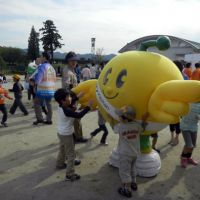 Cute fallout reminder: Kids play with the Kibitan bird mascot Oct. 14 in Fukushima. | AFP-JIJI