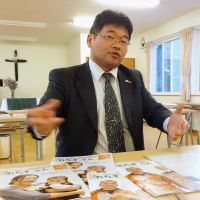 Outreach: Masachika Nanba, pastor of the Shibetsu Church of the United Church of Christ in Japan, talks about the church's free publication, Let Us Run, in Hokkaido on Oct. 4. | KYODO