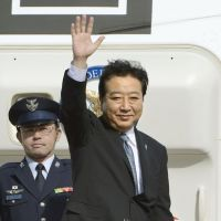 Cambodia bound: Prime Minister Yoshihiko Noda boards a plane for Phnom Penh on Sunday at Haneda airport in Tokyo. | KYODO