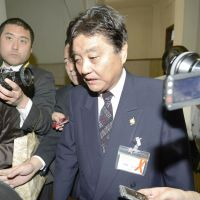 No deal: Nagoya Mayor Takashi Kawamura, who also heads the small regional Genzei Nippon (Tax Reduction Japan) party, is surrounded by reporters Wednesday as he leaves a session of the Nagoya Municipal Assembly. | KYODO
