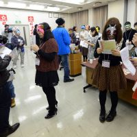 'Otaku' try out matchmaking masks