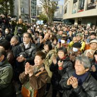 Capital applause: People clap Thursday for a candidate in the Yurakucho district as official campaigning for the Tokyo gubernatorial election kicked off the same day. | KYODO