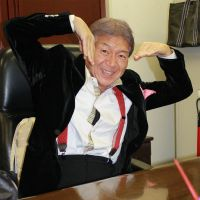 Just smile: Trader and politician Mac Akasaka poses at his office in Tokyo's Akasaka district on Dec. 18. | JUN HONGO
