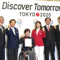 Race to the finish: Backers of the effort to bring the 2020 Olympics to Tokyo, including Tokyo Gov. Naoki Inose (second from left), wheelchair athlete Wakako Tsuchida, a Paralympics gold medalist, and Saori Yoshida, a three-time Olympic gold medalist in freestyle wrestling, show their resolve Tuesday at a press conference in Tokyo. | KAZUAKI NAGATA