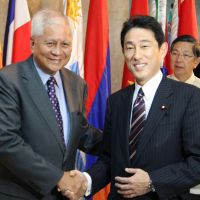 Shared concern: Visiting Foreign Minister Fumio Kishida (right) is greeted by Philippine Foreign Secretary Albert del Rosario prior to their meeting in Manila on Thursday. | KYODO