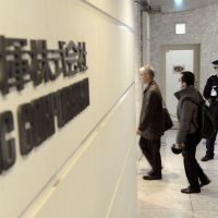 Close to home: JGC Corp. employees enter the company's headquarters in Yokohama on Thursday, a day after several of their coworkers were taken hostage in Algeria. | KYODO
