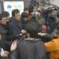 Local reaction: Reporters outside JGC Corp.'s headquarters in Yokohama ask an employee to comment Tuesday morning about the deadly Algerian hostage crisis. | KYODO