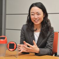 Torchbearer: Chikako Fujita of the Arc Finance global NPO, during an interview in Tokyo last week, displays solar lanterns she is marketing in Afghanistan to improve the health, work and educational opportunities of the public. | YOSHIAKI MIURA