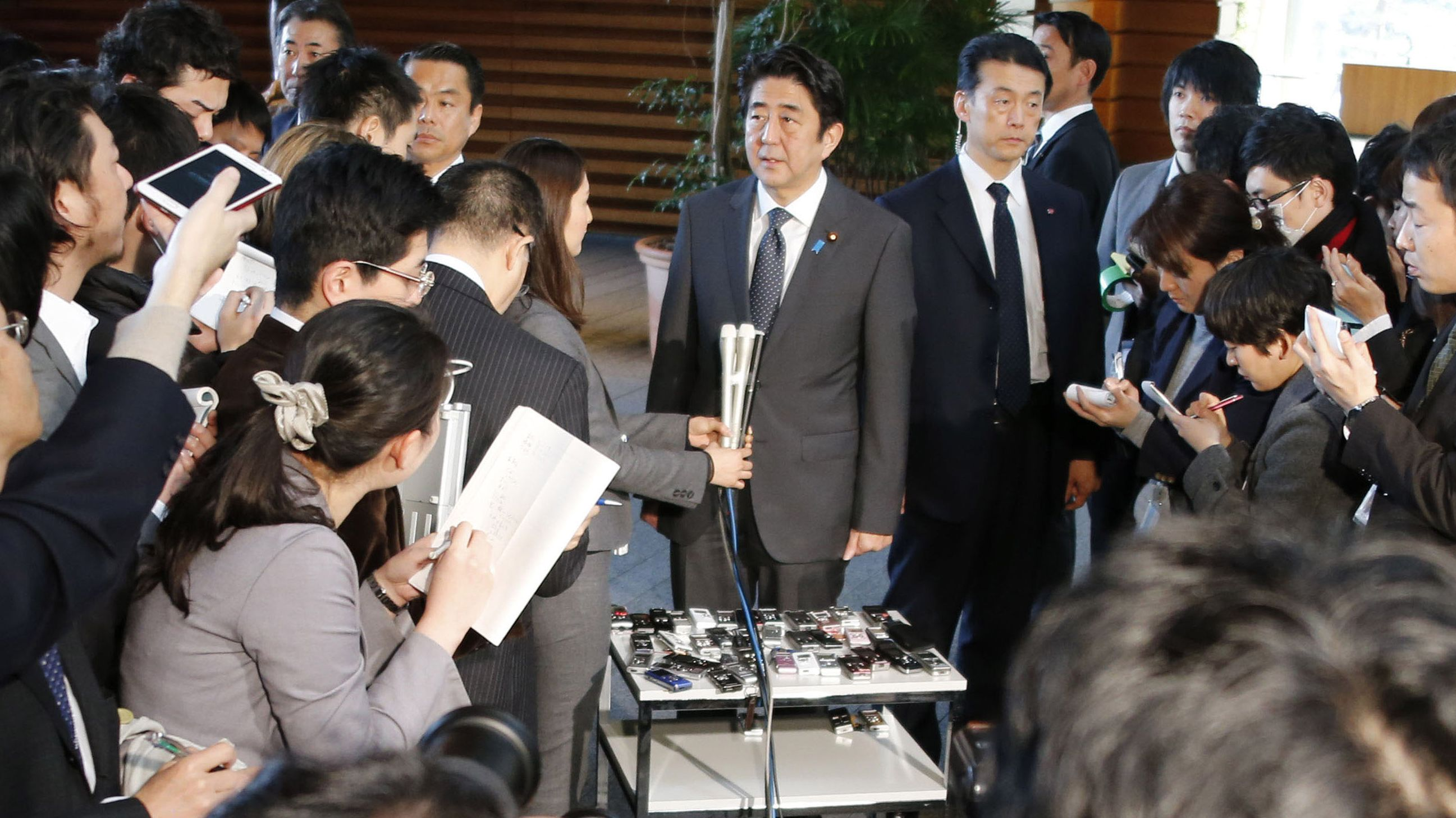 Few chinks in Abe's armor as Diet reconvenes