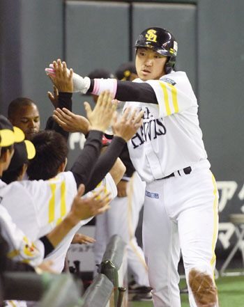 2011 Pacific League MVP Seiichi Uchikawa | KYODO