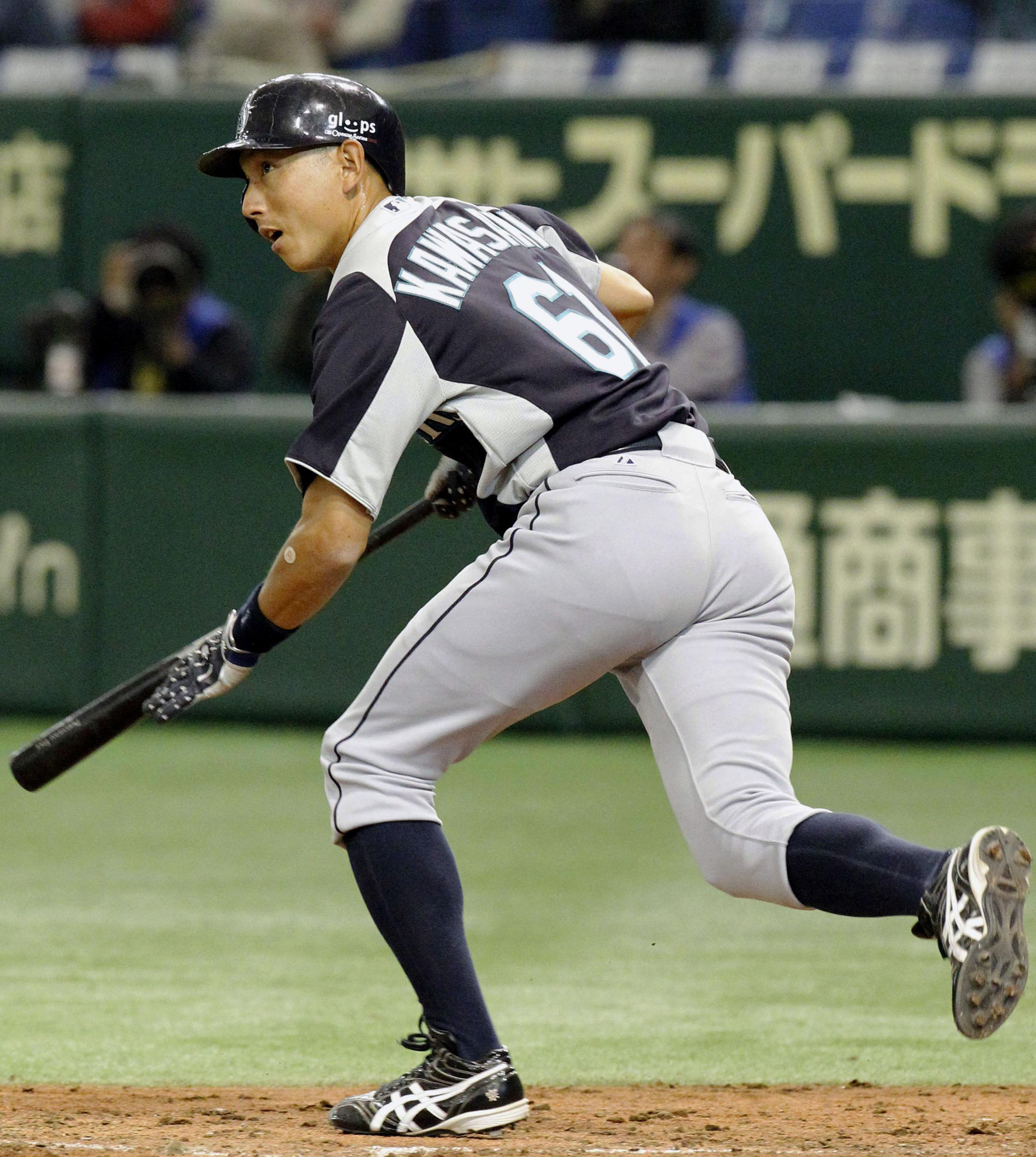 No stopping him: Munenori Kawasaki is enjoying his time with the Mariners. | KYODO