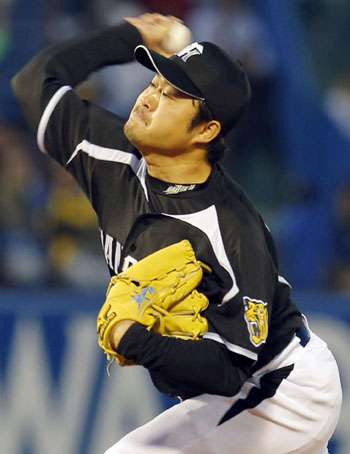 Long time coming: Hanshin starter Yuya Ando pitches during the Tigers' 3-1 win over the Swallows on Thursday. Ando won for the first time since 2010. | KYODO
