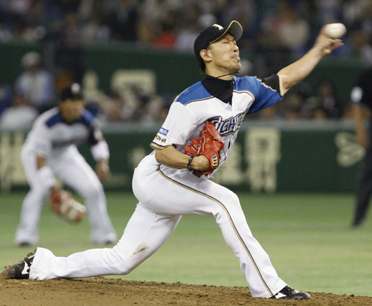 Bringing the heat: Fighters pitcher Tomoya Yagi delivers against the Marines on Wednesday at Tokyo Dome. Nippon Ham won 5-1. | KYODO