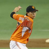 Many happy returns: Yomiuri's Tetsuya Utsumi pitches during the Giants' 2-0 win over the Tigers on Sunday. | KYODO