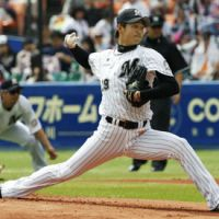 No decision: Chiba Lotte starter Yuki Karakawa pitches in the eighth inning against Softbank on Saturday at QVC Marine Field. The Marines edged the Hawks 3-2 in 11 innings. | KYODO