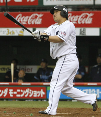 Powerful stick: Lions slugger Takeya Nakamura had a double and a home run on a four-RBI afternoon for Seibu in a 7-4 win over Yokohama on Saturday. | KYODO
