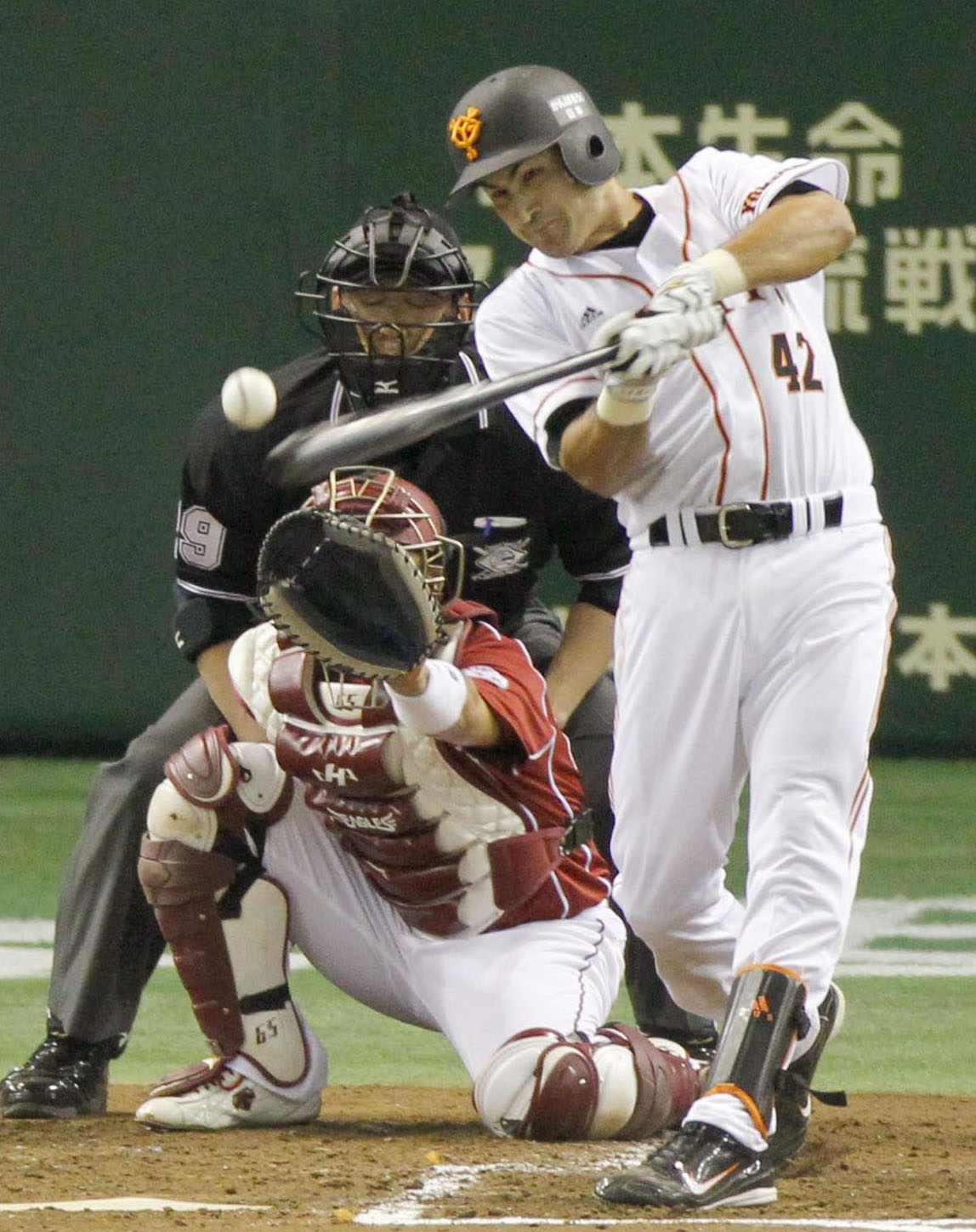Back to speed: Edgar Gonzalez is getting back into the groove after returning to the Yomiuri Giants from a period of inactivity in the United States. | KYODO