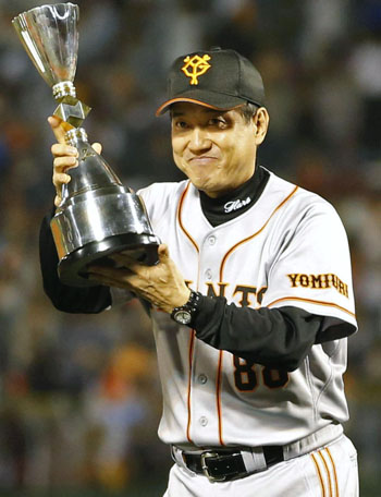 First time for everything: Giants manager Tatsunori Hara displays the trophy on Saturday after his team became the first CL club to capture the interleague title. | KYODO