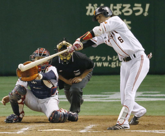 All square: Yomiuri's Hayato Sakamoto hits a game-tying RBI single in the 10th inning against the Swallows at Tokyo Dome on Sunday. | KYODO
