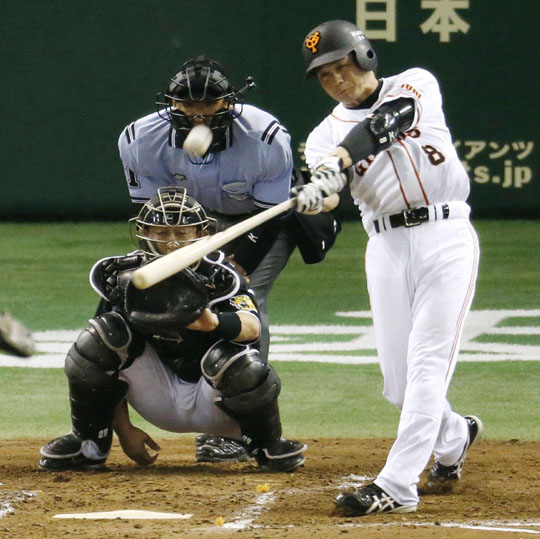 And away it goes: Giants veteran Yoshitomo Tani smacks a second-inning home run against the Tigers on Friday at Tokyo Dome. Yomiuri topped Hanshin 6-3. | KYODO