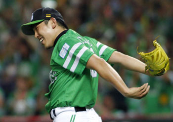 Iron man: Fukuoka Softbank pitcher Kenji Otonari celebrates after beating the Chiba Lotte Marines 2-0 on Sunday. | KYODO
