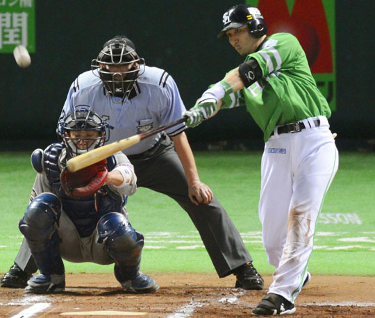 Green with envy: Softbank's Hitoshi Tamura hits a solo home run against Orix on Wednesday in Fukuoka. | KYODO