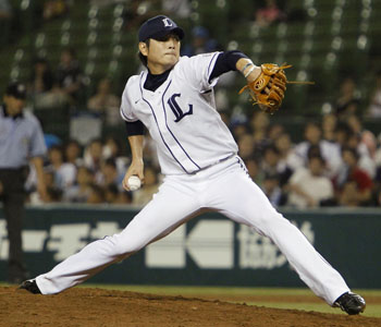Hear me roar: Lions reliever Hideaki Wakui pitches against the Marines on Wednesday at Seibu Dome. | KYODO