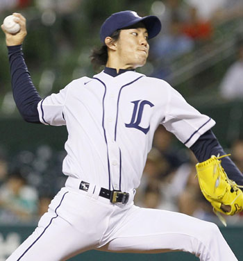 Lion rampant: Seibu's Takayuki Kishi pitches during the Lions' 6-2 win over the Buffaloes on Monday. | KYODO