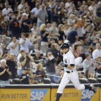 Century mark: New York's Ichiro Suzuki rounds the bases after hitting his 100th home run in the majors, a solo shot, against Baltimore in the seventh inning on Monday night. The Orioles beat the Yankees 5-4. | KYODO
