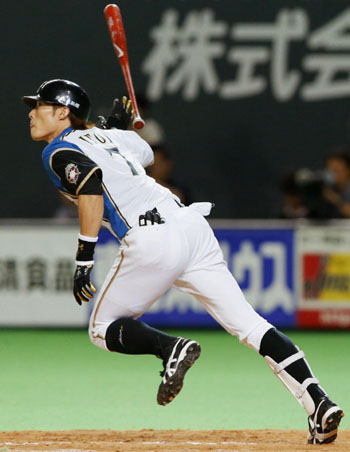 Friday feeling: Hokkaido Nippon Ham's Yoshio Itoi hits a home run in the eighth inning of the Fighters' 7-0 win over the Eagles on Friday. | KYODO
