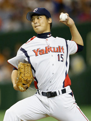 Bird of prey: Tokyo Yakult's Kyohei Muranaka pitches during the Swallows' 6-1 win over the Giants on Sunday. | KYODO