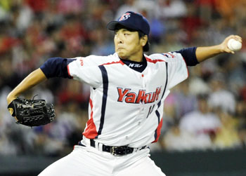Strike: Swallows starter Masato Nakazawa pitches against the Carp on Tuesday in Hiroshima. | KYODO