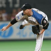 Steady effort: Fighters right-hander Brian Wolfe improved to 9-9 on Saturday, pitching seven scoreless innings against the Hawks at Sapporo Dome. Hokkaido Nippon Ham defeated Fukuoka Softbank 4-2. | KYODO