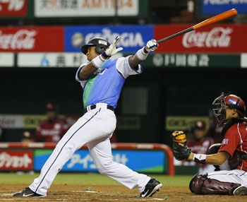 Key performances: Lions veteran Jose Ortiz (above) belts a two-run home run in the sixth inning and starter Yusei Kikuchi pitches seven innings of two-run ball in Seibu's 3-2 win over the Tohoku Rakuten Golden Eagles on Tuesday. | KYODO