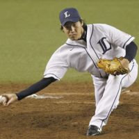 Low blow: Seibu's Kazuhisa Makita pitches during the Lions' 4-3 win over the Buffaloes on Sunday. | KYODO
