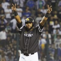 Give me some Mo: Fukuoka Softbank's Willy Mo Pena salutes the crowd after hitting a two-run double in the fourth inning on Monday. | KYODO