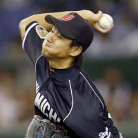 In a zone: Dragons hurler Junki Ito picks up the win in Game 2 of the Central League Climax Series final stage on Thursday at Tokyo Dome. Ito retired 17 straight batters in one stretch of Chunichi's 5-2 victory over the Yomiuri Giants. | KYODO